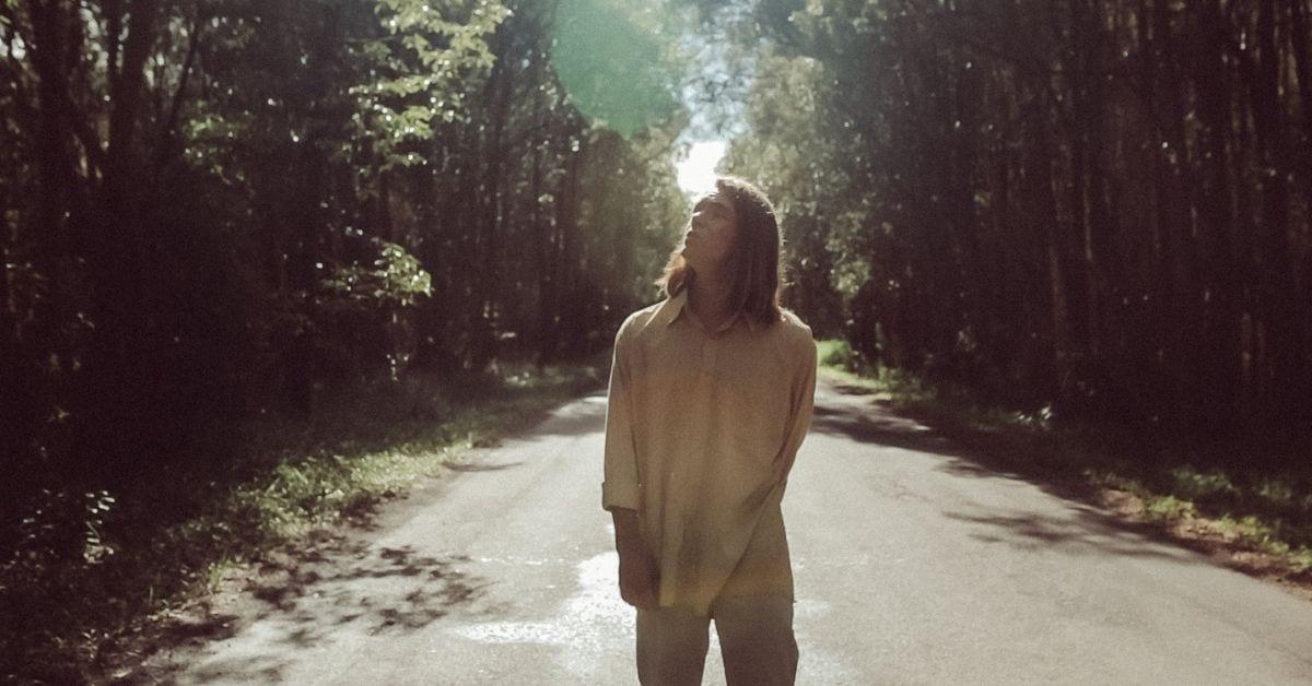 Premiere: Güs' Glistening Indie-Electronic Single 'Sun's Bright'